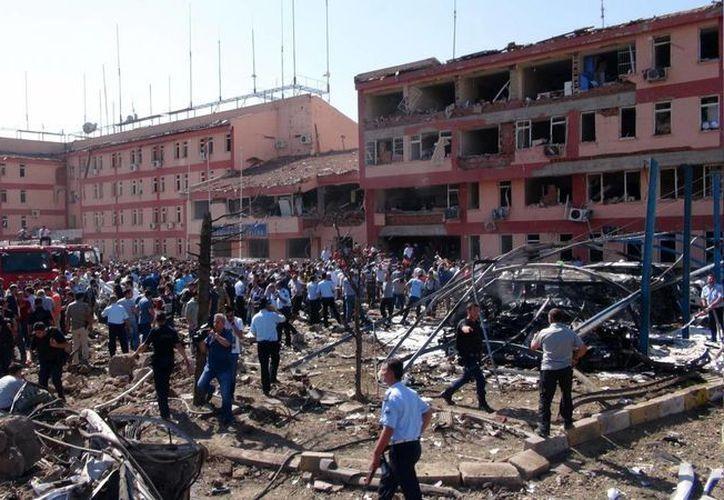 La escena después del atentado en Elazig, en el este de Turquía. (Sahismail Gezici/DHA via AP)