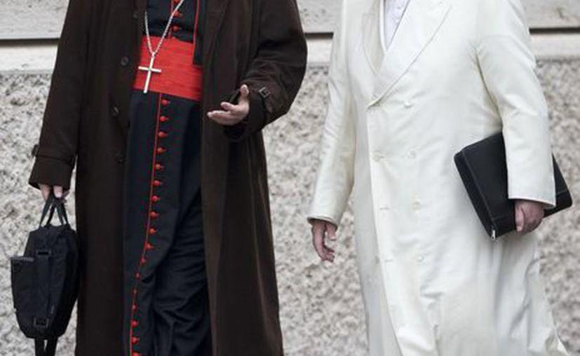 El papa Francisco conversa con el titular de una comisión asesora sobre abusos sexuales, cardenal Sean Patrick O'Malley, en el Vaticano. (AP/Andrew Medichini)