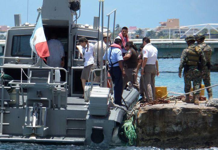 Cuatro pescadores jamaiquinos fueron rescatados ayer por la Semar en Cozumel. (Gustavo Villegas/SIPSE)