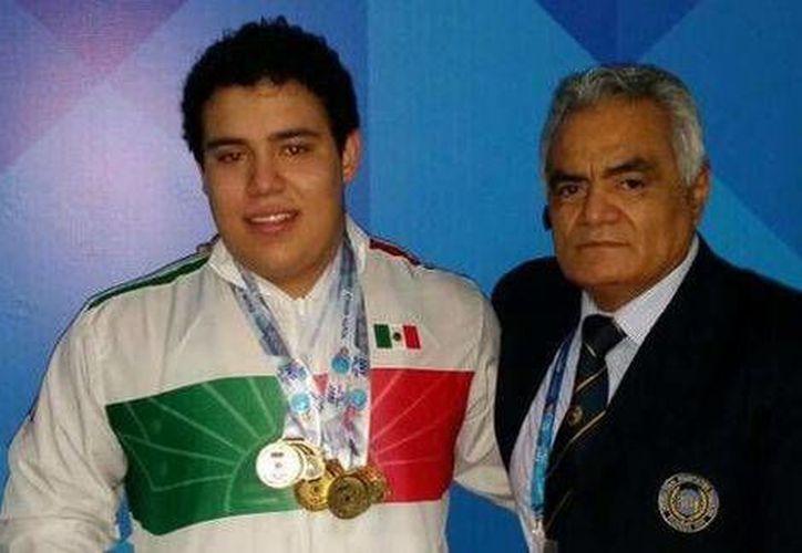 Josué Medina se convirtió este domingo en el orgullo de México al ganar la medalla de oro en el Mundial de Pesas desarrollado en Lima, Perú. (Conade)