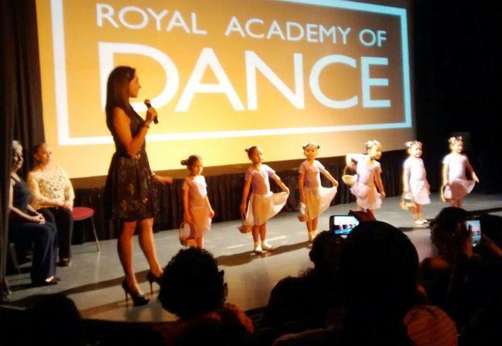 Imagen de una de las demostraciones que se realizó en el teatro Daniel Ayala. (Joel González/SIPSE)