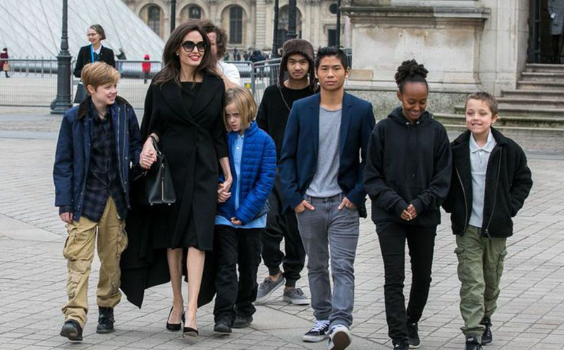 Angelina Jolie se quedará dos meses sin sus hijos