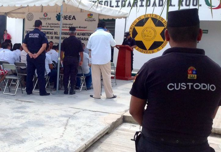 Más de 60 internos del Centro de Readaptación Social de Playa del Carmen terminaron su educación básica. (Yesenia Barradas/SIPSE)