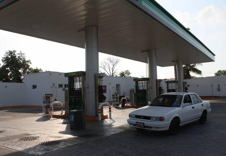 Protección Civil registra 22 gasolineras en la ciudad; son monitoreadas para evitar fugas de combustible. (Harold Alcocer/SIPSE)