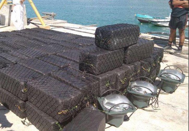 Imagen del cargamento de cocaína decomisada en alta mar. (twitter.com/ppsesa)