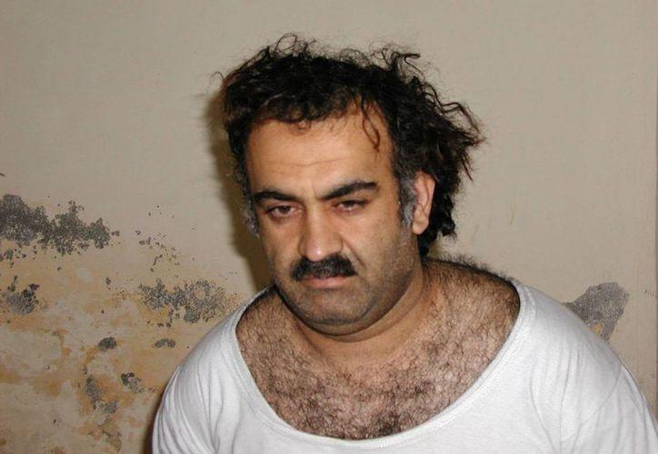 Fotografía del 1 de marzo de 2003 muestra a Jalid Sheikh Mohamed, poco después de su captura durante una redada en Pakistán. (Agencias)
