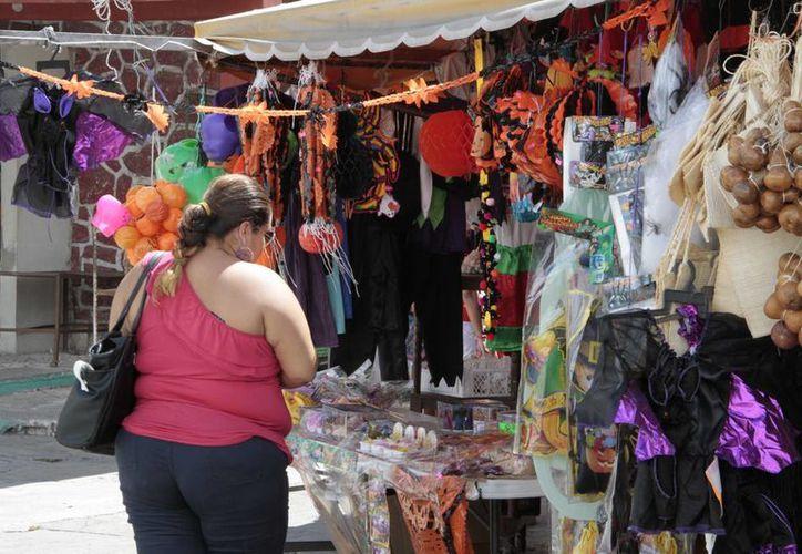 Inicia la venta de artículos alusivos al Día de Muertos. (Tomás Álvarez/SIPSE)