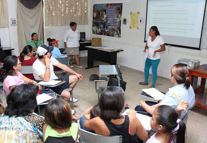 """El Dif ofrece el taller """"Educando sin violencia"""" dirigido a padres de familia. (Cortesía)"""
