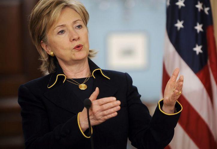 """Hillary Clinton insistió en que las relaciones entre ambos países aún tienen """"un largo camino por recorrer"""". (EFE)"""