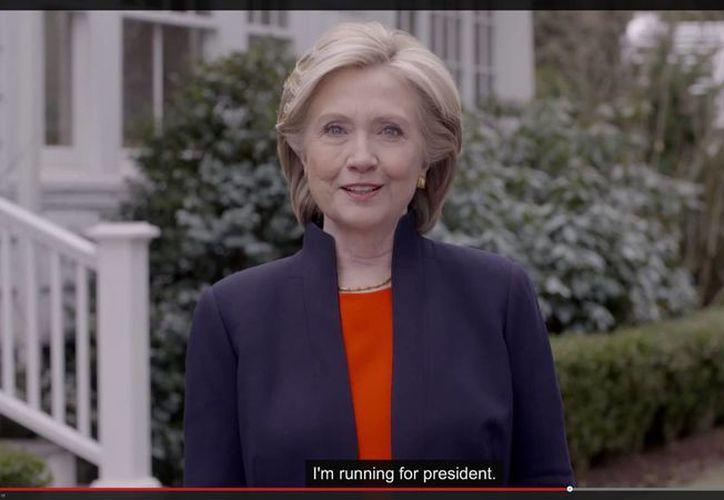 """""""Me lanzo a hacer campaña para conseguir tu voto"""", dijo la exsecretaria de Estado, Hillary Clinton. (Foto: AP)"""