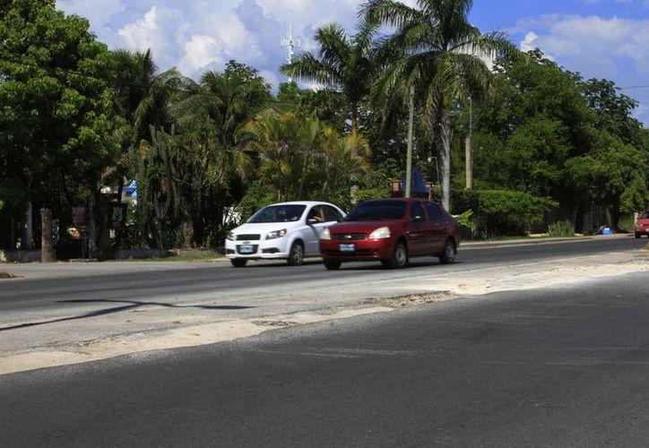 La queja es por la mala calidad de los trabajos realizados en repavimentación de la avenida Centenario en Chetumal. (Ángel Castilla/SIPSE)