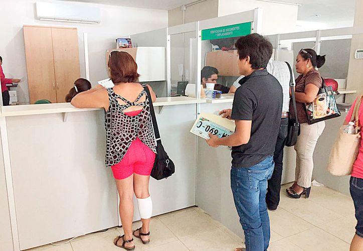 Cerca de 450 mil contribuyentes se han acercado a las oficinas de las recaudadoras para ponerse al día con el emplacamiento.