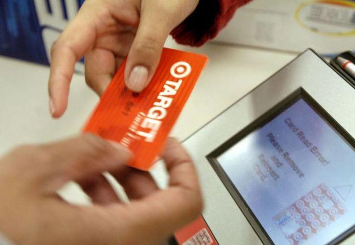 El robo de información a los poseedores de tarjetas de crédito de la tienda Target el año pasado, expuso la información financiera de 40 millones de personas. (Internet)