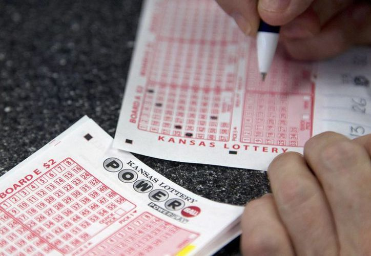 Las autoridades de la lotería no precisaron si el individuo prefirió que le entregaran los 399.4 millones en un lapso de 30 años. (npr.org)