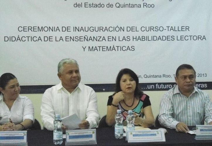Eloísa Montemayor, al centro, coordinadora de Educación Superior en la zona norte. (Cortesía/SIPSE)