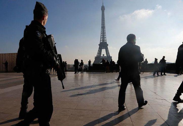 Cerca de 10 mil soldados patrullan las calles francesas desde el año pasado tras la serie de ataques terroristas en su territorio. (Archivo/ AP)