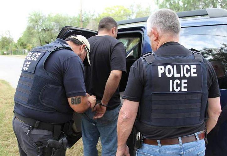 Un total de 29 personas fueron arrestadas en 13 ciudades del país en un operativo para desmantelar una red de tráfico sexual. (Archivo/ICE)