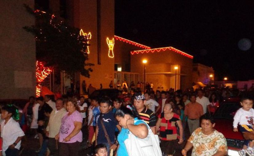 Por tradición, los gremios utilizan fuegos artificiales en sus festividades. (Manuel Pool/SIPSE)