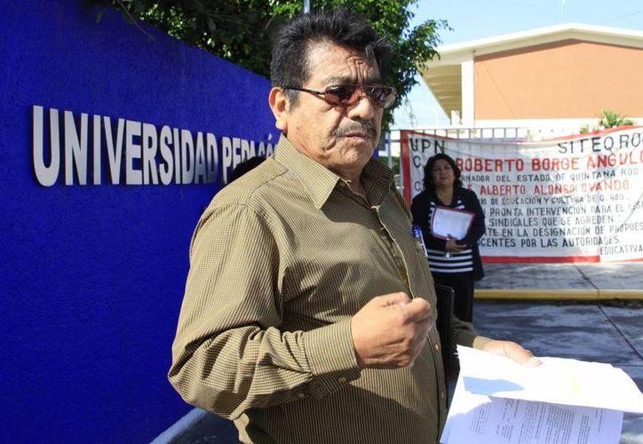 Un grupo de docentes colocó en las instalaciones de la UPN una manta solicitando la adecuada repartición de plazas. (Ángel Castilla/SIPSE)