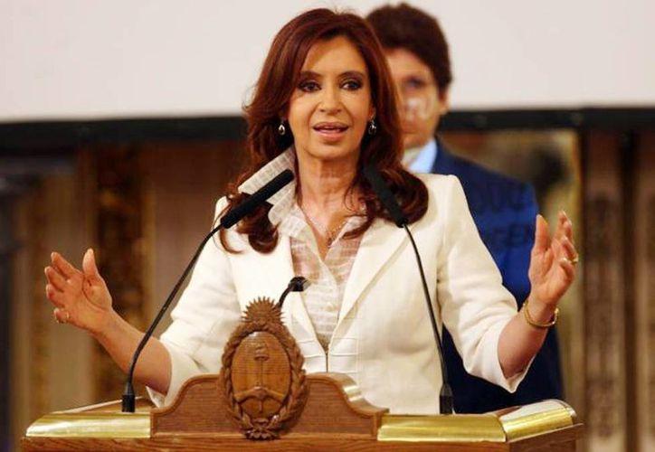 Los especialistas le indicaron a Cristina Fernández de Kirchner un tratamiento fisio-kinésico, además de que será controlada periódicamente para constatar su evolución. (Archivo)