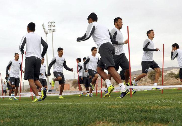 Jugadores del Monterrey en sesión de entrenamiento previo al partido de este sábado en Agadir (Marruecos). (EFE)