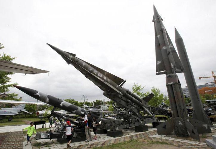 Misiles tanto de Corea del Sur como de Corea del Norte se muestran en el Museo de la Guerra, en Seúl. (Archivo/Agencias)
