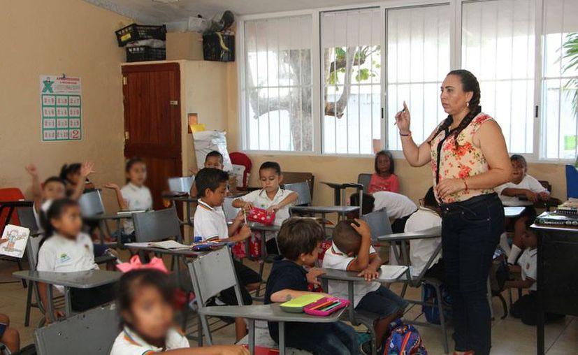 """A los maestros no les agrada la propuesta de trabajar tres sábados a cambio de días de asueto por """"usos y costumbres"""". (Archivo/Sipse)"""