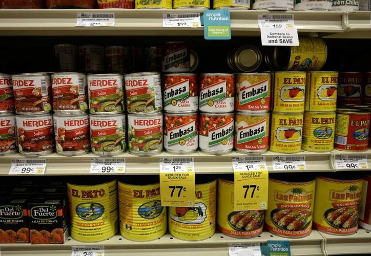 Los comestibles hispanos que antes ocupaban sectores aislados en tiendas, ahora abarcan estanterías enteras. (Agencias)