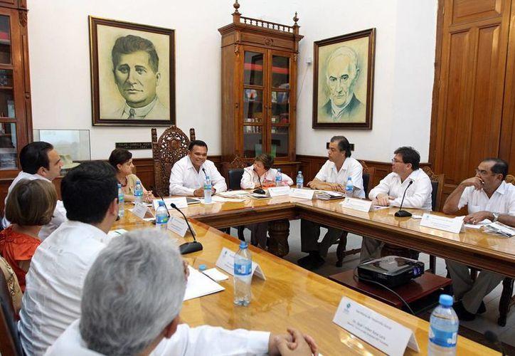 Zapata Bello (al fondo) hizo énfasis en que la buena alimentación debe partir de la producción local. (Cortesía)
