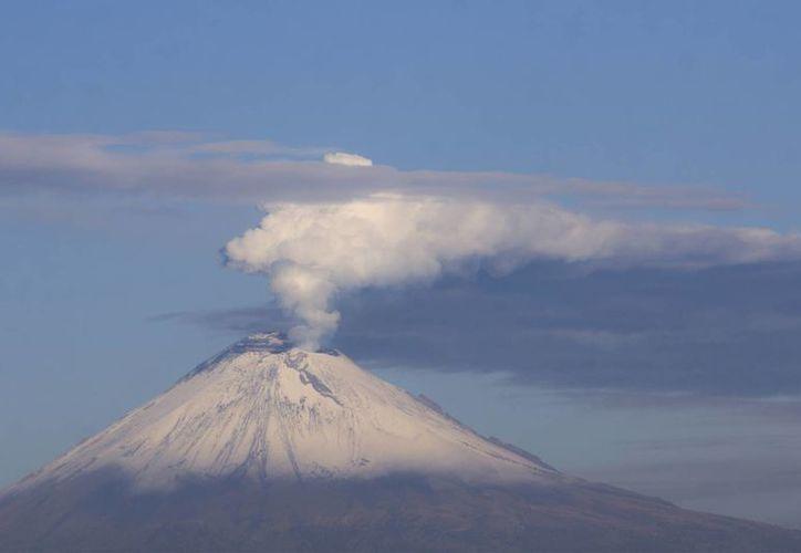 Ante la actividad que ha registrado el  volcán Popocatépetl el Semáforo de Alerta Volcánica se mantiene en Amarillo Fase 2. (Notimex)