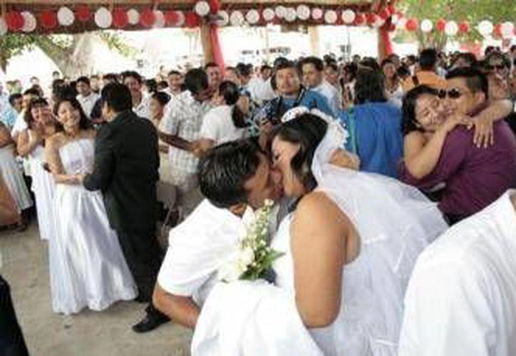 Para la bodas no hay limite de edad, aunque en el caso de menores de 18 años, tendrán que contar con la autorización de los padres. (Redacción/SIPSE)