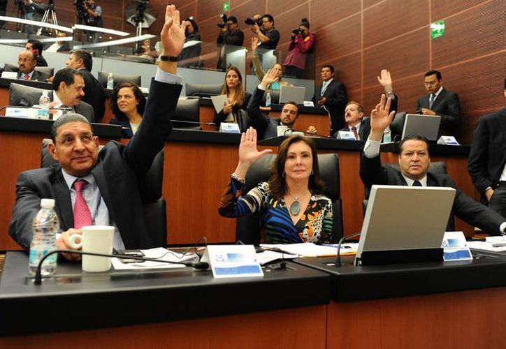 La diputada Beatriz Zavala vota a favor del punto de acuerdo para que se exhorte al Gobierno Federal a no discriminar a los pobres. (SIPSE)