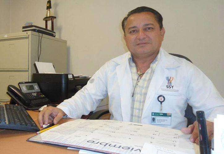 Bates Angulo destacó que a diario se aplican en promedio unas 25 vacunas contra la influenza. (Manuel Pool/SIPSE)