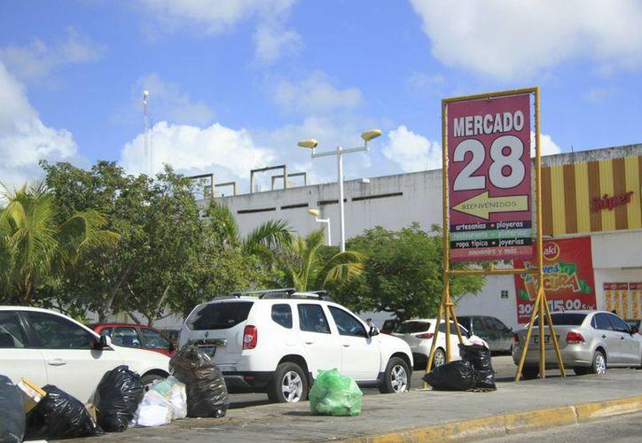 Autoridades municipales analizan la posibilidad de que la Ruta 2 de transporte público regrese al Mercado 28. (Luis Soto/SIPSE)