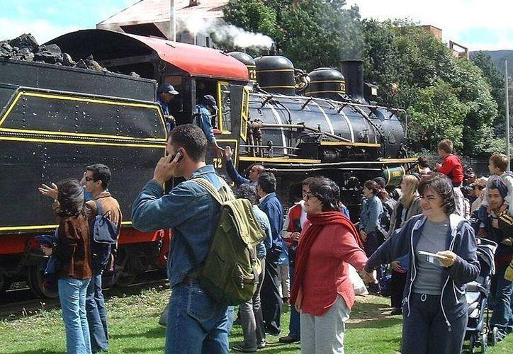 La empresa Turistren opera la locomotora a vapor, única en su tipo en Colombia. (skyscrapercity.com)