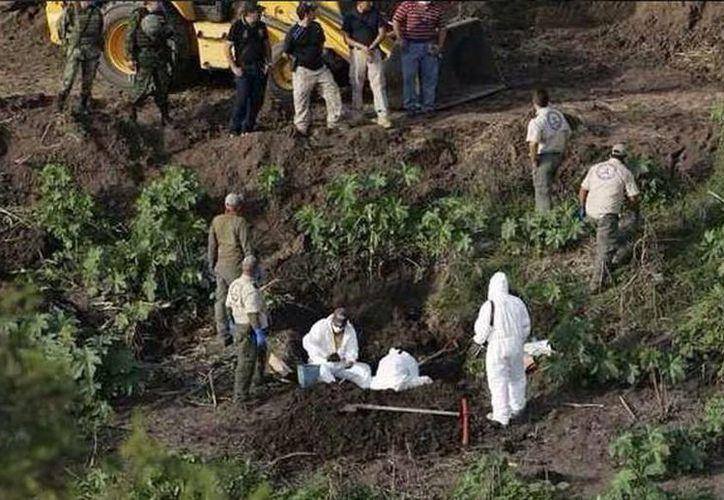 Tras la desaparición de los normalistas de Ayotzinapa se han encontrado varias fosas en Guerrero. (Twitter/@art1llero)
