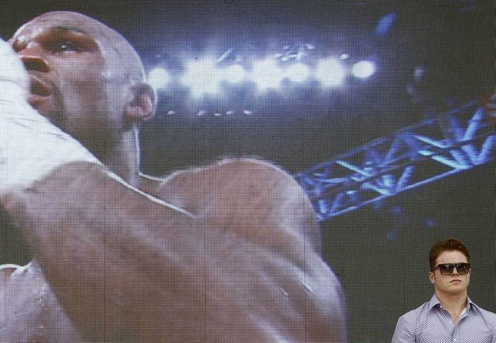 Esperan que la pelea entre Canelo (d) y Mayweather supere por mucho, en millones de dólares de recaudación, a encuentros anteriores. (Archivo Notimex)