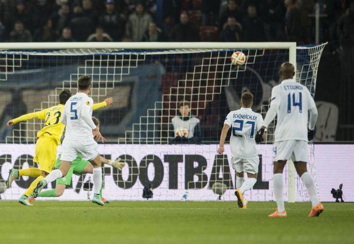 Momento en que Gerard Moreno pone el 2-1 a favor de Villarreal, que en cuestión de minutos quedó abajo en el marcador ante Zurich. (Foto: AP)