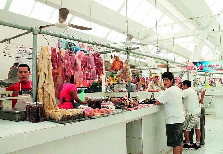 Afirman que además del incremento en precios, la gente suele gastar excesivamente en la temporada decembrina. (Redacción/SIPSE)
