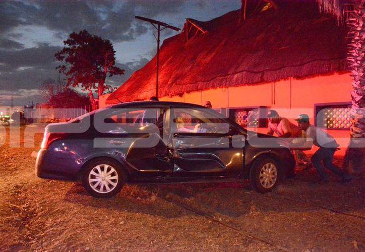 El vehículo quedó severamente dañado. (V. González/ SIPSE)