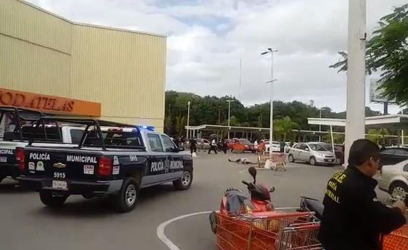 La zona fue acordonada por los elementos policíacos. (Eric Galindo/ SIPSE)