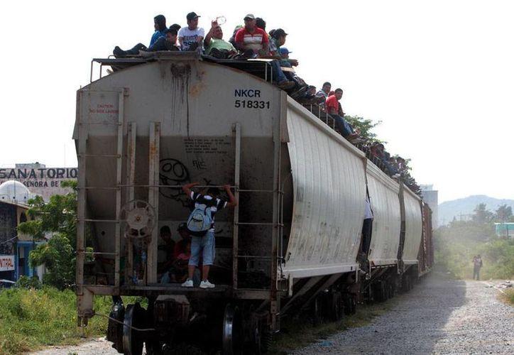 Aunque no ha dicho cómo ni cuándo, el Gobierno de México ha insistido, a últimas fechas, en que no permitirá que los migrantes se suban al tren de carga llamado La Bestia (foto). (Archivo/NTX)