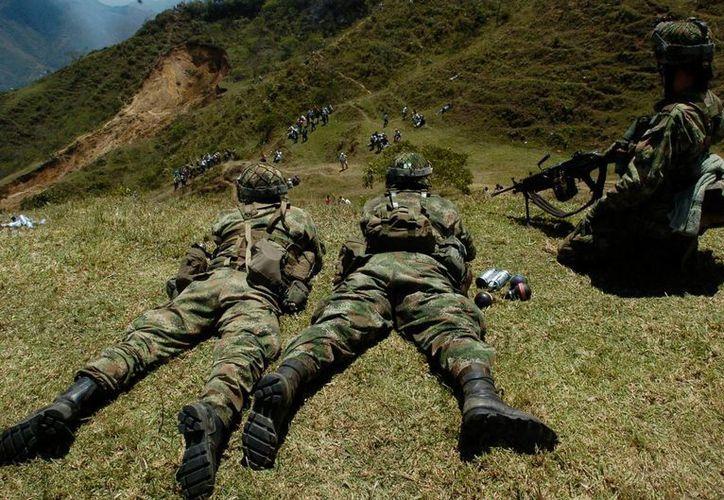 El intercambio de fuego entre los guerrilleros y el Ejército comenzó cerca de una carretera que comunica a la ciudad más importante de la región fronteriza con Venezuela. (EFE/Archivo)