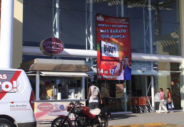 Las cadenas de supermercados también tuvieron bastante actividad comercial, durante el Buen Fin. (Harold Alcocer/SIPSE)
