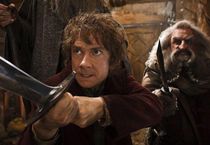 Martin Freeman (i) y John Callen en una escena de <i>The Hobbit: The Desolation of Smaug</i>, que está arrasando con la taquilla en EU y Canadá. (Agencias)