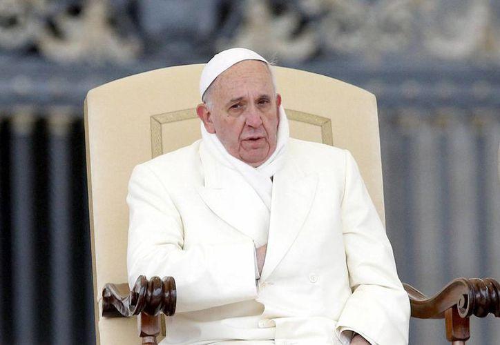 Los textos de cuatro jóvenes argentinos lograron emocionar al pontífice. (EFE)