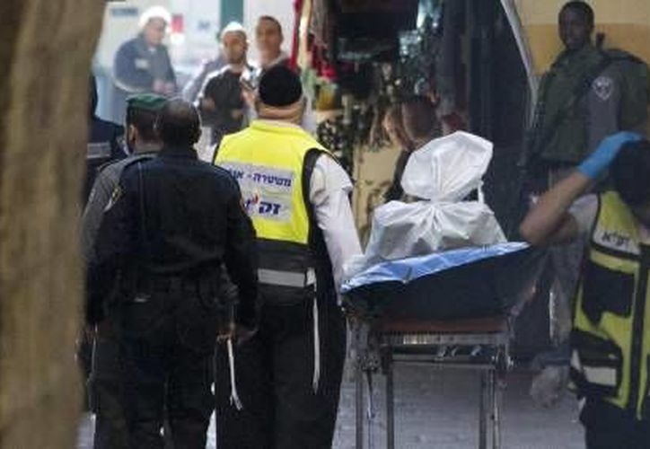 La policía de Israel informó que dos israelíes y dos palestinos perdieron la vida después de un ataque con arma blanca en la Puerta de Jaffa de la ciudad antigua de Jerusalén. (EFE)