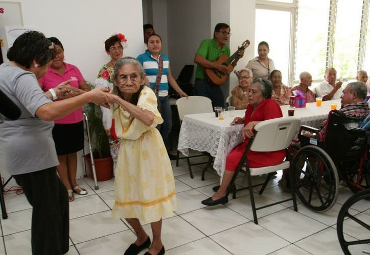 En la casa hogar los abuelitos reciben afecto y protección. (Cortesía/SIPSE)