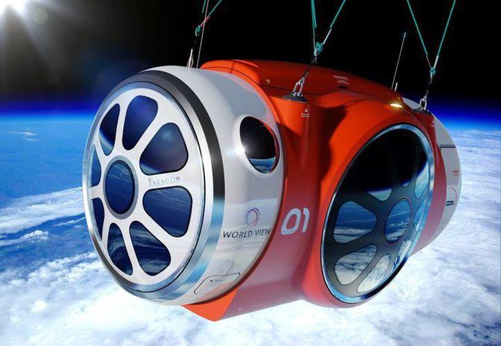 Imagen creada por computadora y suministrada por World View Enterprises muestra la cápsula espacial presurizada World View Voyager que será transportada hacia el espacio. (Foto AP/World View Enterprises)