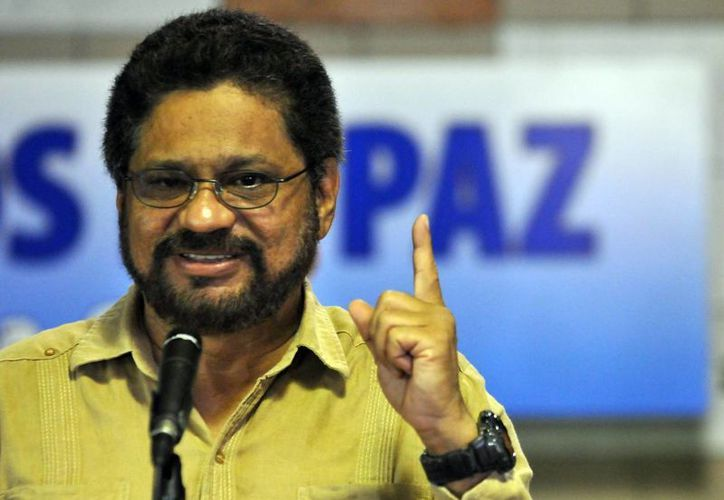 """El segundo jefe de las FARC y líder de los delegados de la guerrilla Luciano Marín (c), alias """"Iván Márquez"""". (EFE)"""